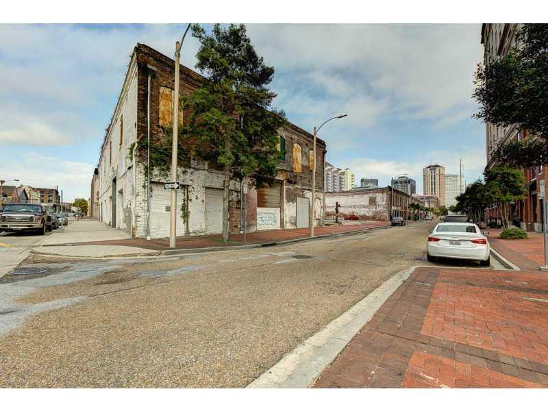 864 S. Peters Street 3