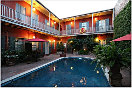 Condos-on-Chartres-Street-Pool-and-Courtyard
